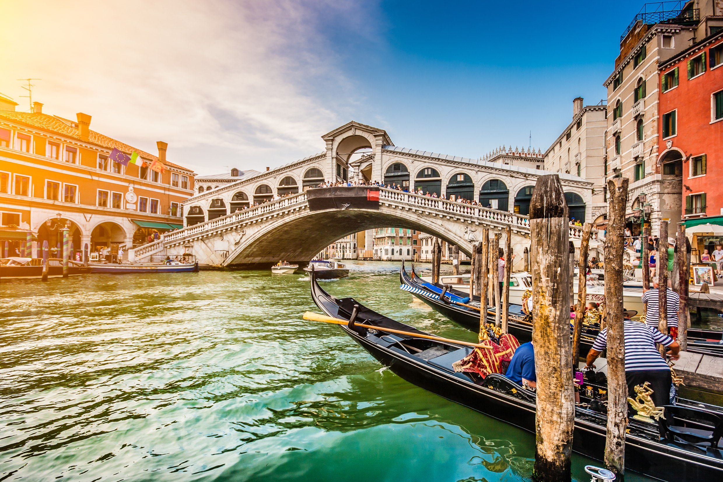 Travel the canal of Venice