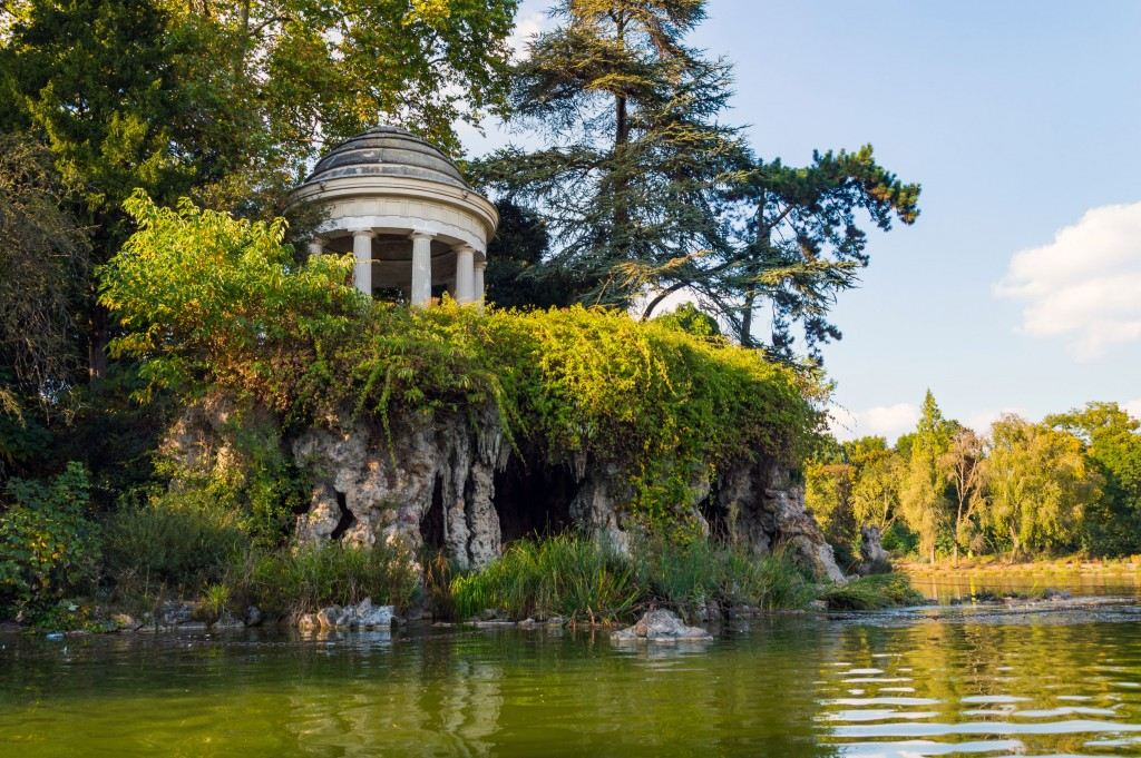 Temple of love in the vincennes forest. paris park in autumn