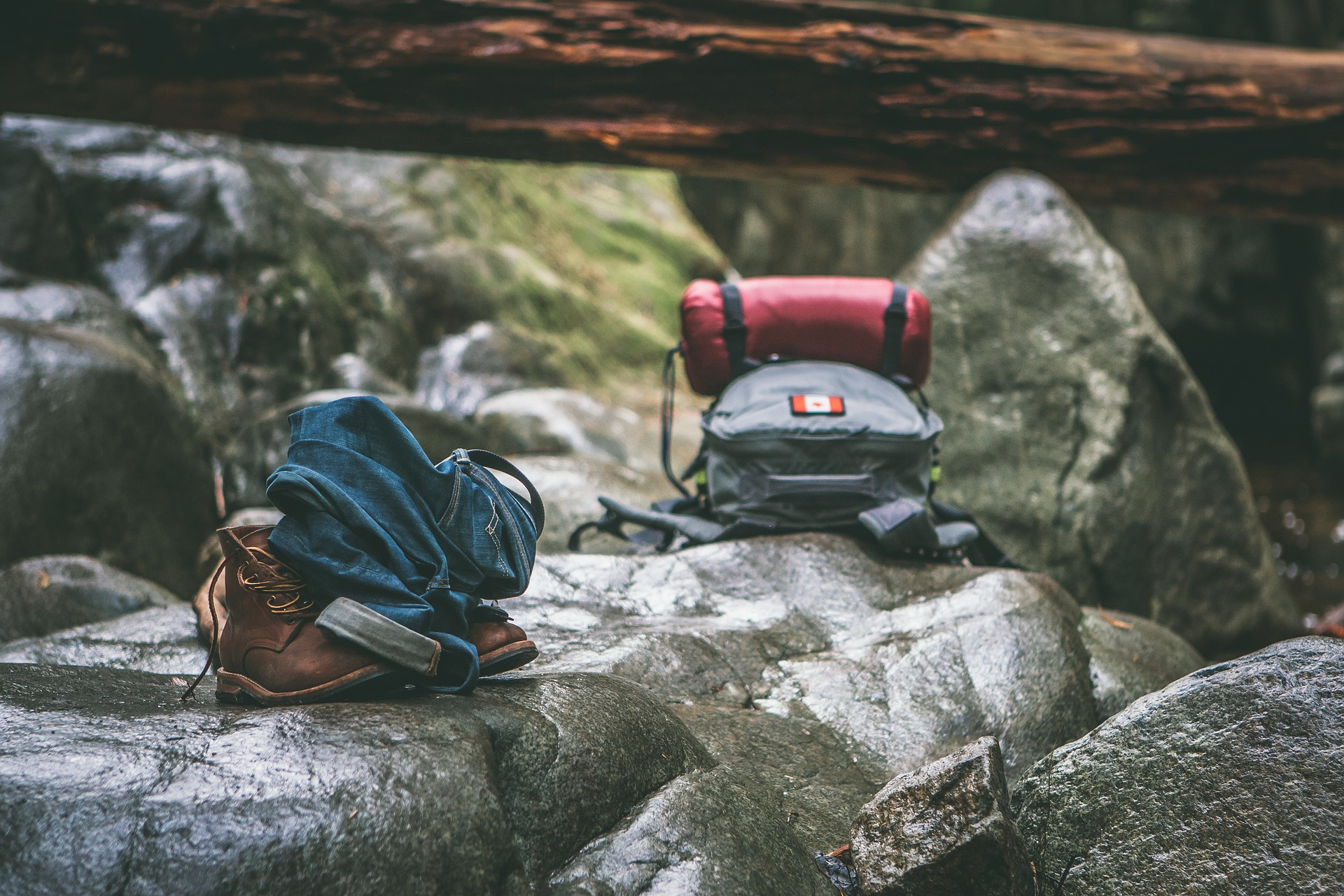 Pack the right stuff, food, water, travel sickness, Delhi belly, hygiene, backpacking, hitchhiking, rucksack, travel, cheap flights, holidays, vacations, packing, trekking, taking care