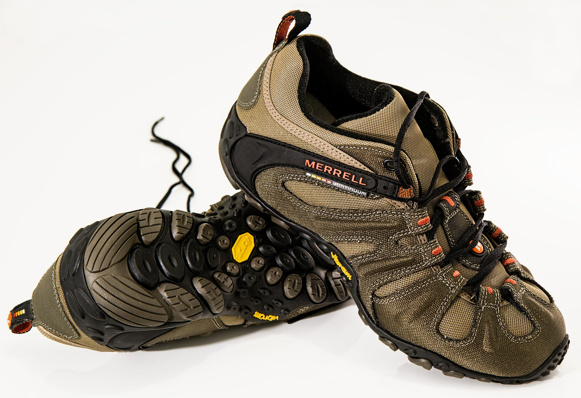 Right footwear according to the terrain, shoes, hiking, trekking, the northface, patagonia, la sportiva, hushpuppies, merrell, boots, mountains, trekking, hitchhiking, feet