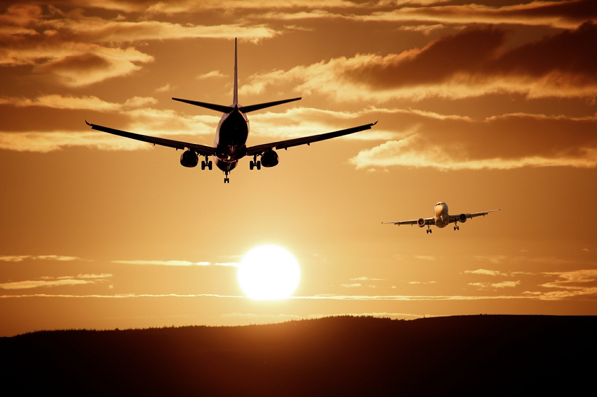fastest commercial jet airliners, fastest jets, fastest passenger planes, commercial aviation, general aviation, aeroplanes, soundbarrier, speed, boeing, airbus, tupolev, ar france, british airways, Delta airways, pan american airways, best airlines, travelling, luxurious travel, destinations